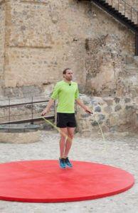 Jeder Sportler springt so oft mit einem Seil, wie möglich. Wer innerhalb von vier Minuten die meisten Seildurchschläge schafft, bekommt die meisten Punkte. In Aktion: Faris Al-Sultan